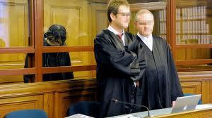 Maqsood Lodin en la jaula de cristal del tribunal alemán que lo juzga