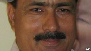 Tras ser acusado de traición a la patria, el médico paquistaní Shakil Afridi fue condenado a por lo menos 30 años de prisión este miércoles por haber ayudado a la Agencia Central de Inteligencia estadounidense (CIA) a encontrar a Osama bin Laden.
