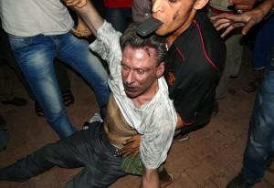 Su misión: Rescate de diplomáticos, personal de seguridad y funcionarios de la CIA radicados a cerca de una milla del lugar donde se produjeron los actos terroristas contra el Consulado estadounidense y fueron puestos en peligro por dicho atentado donde el Embajador J. Christopher Stevens y su asistente Sean Smith fueron asesinados por militantes radicales musulmanes libios dirigidos por Al Qaeda.