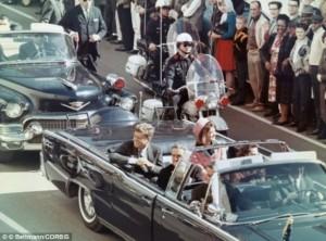 """El 22 de noviembre se cumplirá un aniversario más de la fecha en que fue asesinado el presidente de Estados Unidos, John F. Kennedy. La """"acción ejecutiva"""", como denominan los servicios especiales estadounidenses a los asesinatos que cometen, se llevó a cabo en 1963, hace precisamente 50 años, en Dallas, Texas."""