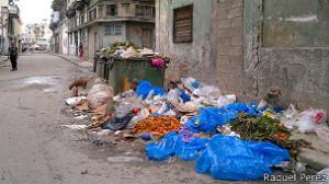 La corrupción afecta a todos los cubanos porque mientras los funcionarios de Servicios Comunales se embolsan decenas de miles de dólares no hay dinero para recoger la basura.