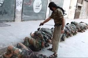 Muchas de estas armas y municiones fueron a parar directamente a manos de los yihadistas pertenecientes a las ramas de al-Qaeda: Estado Islámico de Irak y el Levante (EIIL) y del Frente Al-Nusra o Jabhat al-Nusra o Jabhat an-Nuṣrah li-Ahl ash-Shām (Frente de la Victoria para el Pueblo de Gran Siria). En la foto un yihadista islamico, de Al-Nusra,  ejecuta a soldados capturados del Ejercito Sirio de Bashar al-Saddad