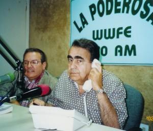 """El Dr. Alfonso ha participado durante más de quince años en diferentes medios de comunicación radial, televisivos y de prensa plana de Miami .  En esta fotoacompaña al Coronel Matías Farias, al cual como co-conductor por más de siete años en el gustado programa """"El Mundo al Día con el Coronel Matías Farias"""" (Matías es Coronel retirado de la Fuerza Aérea de los EE.UU.)  en un programa de Análisis Político y de Seguridad, de niveles domestico, nacional e internacional, transmitido a través de la emisora WWFE 670AM de lunes a viernes de las 20:00 a las 22:00 horas. Junto al Coronel Farias  participaba en distintas Campañas y Seminarios Políticos en América Latina. Foto/ Dr., Alfonso y el Coronel Matías Farias. Foto/ Cortesía de Alina Alfonso, Especialista en Campañas Políticas Mediáticas. - See more at: http://www.codigoabierto360.com/2013/04/quien-es-nuestro-publisher-el-dr-jose-r-alfonso/#sthash.F7P5cHng.dpuf"""