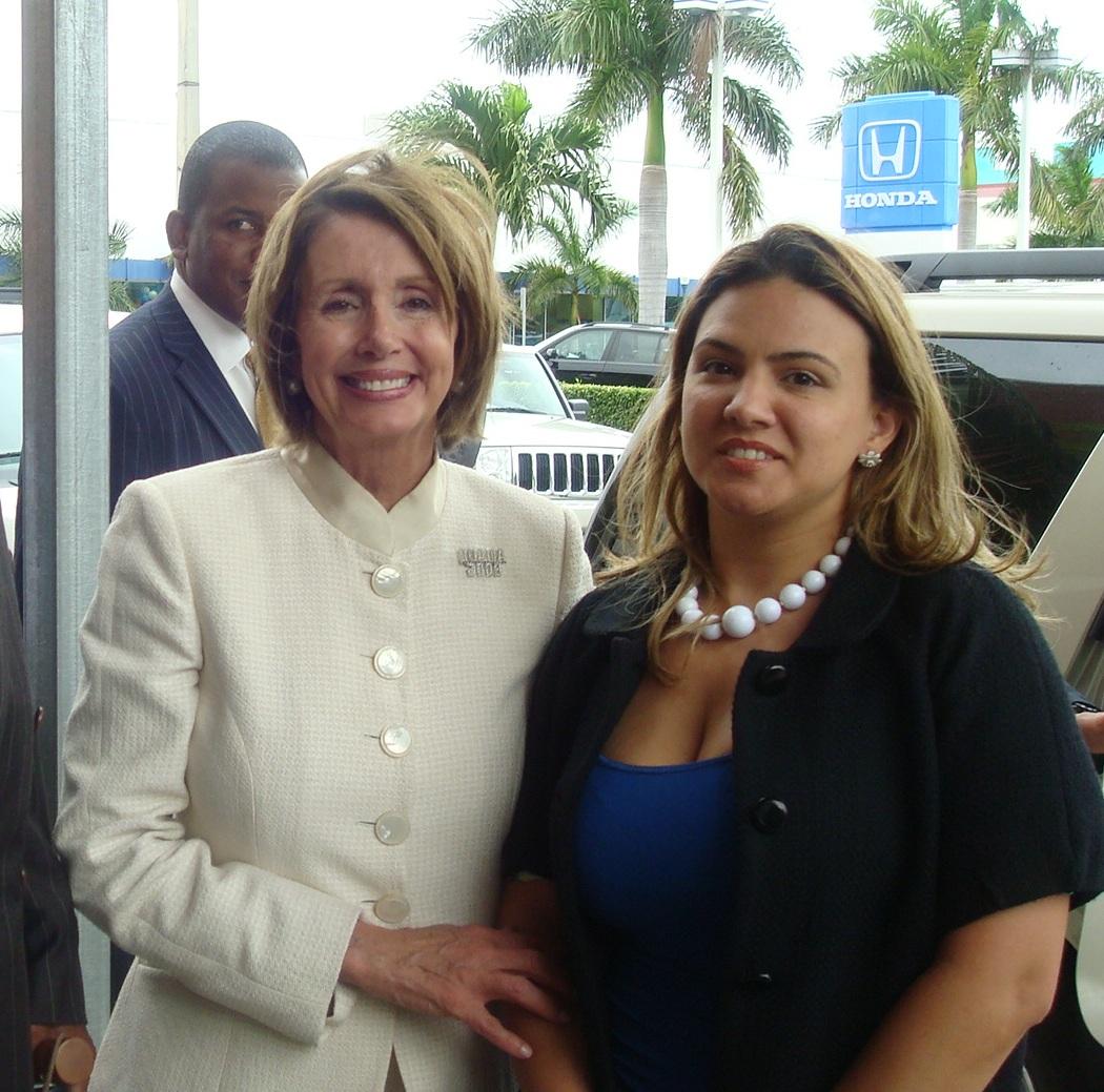 Alina Alfonso acompañada de Nancy Pelosi, representante Federal y Presidente de la Cámara Federal durante la visita de la congresista al Sur de la Florida en favor de la candidatura de Barack Obama en el 2008. Foto/ Cortesía de QPM.ORG: - See more at: http://www.codigoabierto360.com/2013/04/quien-es-nuestro-publisher-el-dr-jose-r-alfonso/#sthash.qeZ7J5qO.dpuf