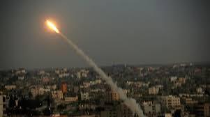 Hamas disparó tres cohetes contra la región de Hof Ashkelon. Esto fue seguido por ataques israelíes contra los palestinos en la región de Jerusalén. El 8 de julio, los israelíes anunciaron la Operación de Protección Perimetral y comenzaron a llamar a los reservistas.