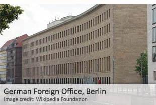 Pero la gran mayoría de personal de inteligencia estacionados en una embajada o consulado extranjero operan sin el conocimiento o consentimiento oficial del país de acogida. Los gobiernos generalmente aceptan esto como una regla tácita en el trabajo de inteligencia internacional, por lo que el movimiento de Berlín es visto como altamente inusual.