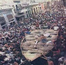 """en agosto de ese mismo año, Fidel Castro —quien con su habilidad genuina """"de soltar el gas al abrir una válvula en la olla de presión interna dentro de la isla""""— respondería con una Medida Activa de Neutralización consistente en la autorización de la salida masiva del país a quien lo desee."""