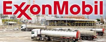 """Todo esto conlleva que el gigante petrolero Exxon desee el levantamiento inmediato de todas las sanciones occidentales contra Moscú: """"Hay mucho en juego para Exxon, cuyos 408 mil millones de dólares de valoración de mercado lo convierten en el mayor productor mundial de energía. Para Exxon, Rusia representa el segundo territorio de exploración de todo el mundo. La compañía con sede en Irving, Texas, posee los derechos de perforación de 46000 km2 en Rusia, sólo eclipsado por los 61000 kilómetros cuadrados en Estados Unidos"""""""