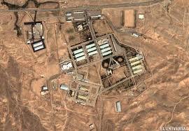 """Una explosión que """"iluminó el cielo"""", se dice tuvo lugar en la noche del domingo, en el complejo militar secreto de Parchin, ubicada aproximadamente a 20 millas al sureste de la capital iraní, Teherán. El gobierno de Irán se niega a comentar sobre la explosión."""