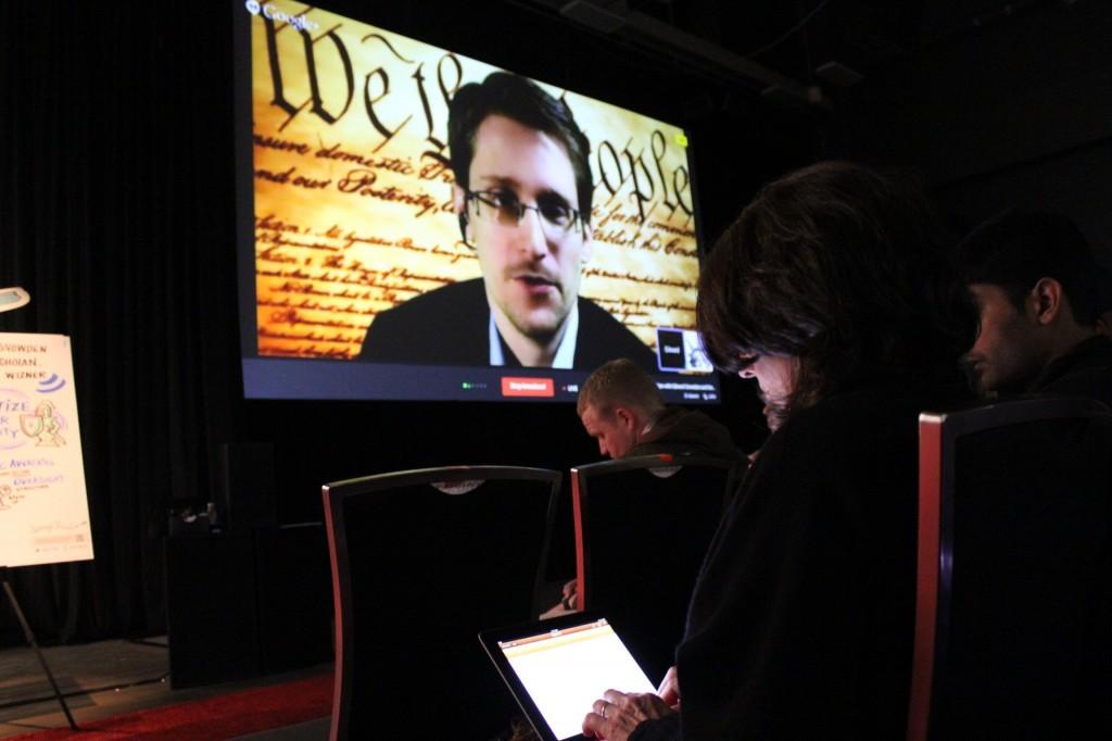 Embajadas pertenecientes al gobierno de Nueva Zelanda en secreto están siendo utilizados por la Agencia Nacional de Seguridad (NSA) de los Estados Unidos como parte de una red mundial de centros de recopilación de inteligencia —Operación Camarote— según documentos filtrados el fin de semana. Foto/ Snowden denunció que el gobierno de Nueva Zelanda espía las comunicaciones online de sus ciudadanos.