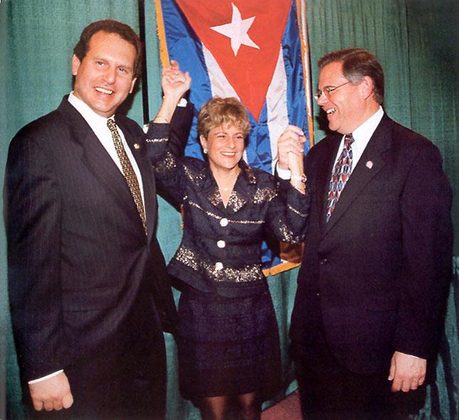 """""""Le advertimos en repetidas ocasiones a Hermanos al Rescate. Hasta el punto de que Hermanos al Rescate se quejó a sus congresistas cubanoamericanos que los estábamos persiguiendo"""", dijo Richard Nuccio.Foto: Los congresistas cubanoamericanos Lincoln Díaz-Balart (R-Fla), Ileana Ros-Lehtinen (R-Fla) and. Bob Menendez (D-NJ)."""