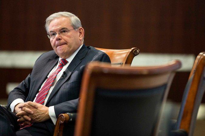 La investigación del senador Robert Menéndez, demócrata de Nueva Jersey, gira en torno a él aceptó regalos, incluyendo dos vuelos de ida y vuelta por valor de 58.000 dólares a bordo de su jet privado. Crédito Joshua Roberts / Reuters