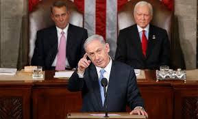 """""""Bibí"""" fue """"invitado"""" a pronunciarse —la tercera vez que lo hace como primer ministro israelí— ante el pleno del Congreso de los EE.UU. por el Presidente de la Cámara de Representantes o su Portavoz (en inglés, Speaker of the United States House of Representatives) John Boehner (a la izquierda en la foto)  sin contar con la Casa Blanca todo ello dentro del contexto político de un sector republicano de derecha de no dejar gobernar a la actual administración demócrata"""