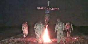 El vídeo ha sido lanzado por 'kraine Human Rights', y está 'protagonizado en plan verdugo por Azov Batallón, un grupo de extrema derecha formado por la Guardia Nacional de Ucrania y mercenarios de otros países vinculados a Israel.La grabación ha sido difundida por 'kraine Human Rights', y los verdugos pertenecen al Azov Batallón