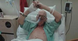 Norman Hogdes, de 78 años, está agonizando en una cama del Hospital general Sentara en Norfolk (Virginia). Es un agente de la CIA retirado, y acaba de confesar algo sorprendente: asesinó a Marilyn Monroe