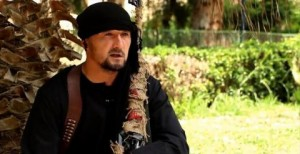 Gulmurod Khalimov, ex coronel del ejército y comandante de la policía en Tayikistán, cuenta en un nuevo video de propaganda del Estado islámico que fue entrenado en lucha contra el terrorismo por el gobierno de los Estados Unidos, de acuerdo con funcionarios. señala que los expertos antiterroristas están preocupados de que la deserción de Khalimov a ISIS dará conocimiento al grupo sobre invaluable información privilegiada de las técnicas de lucha contra el terrorismo, según le han enseñado por instructores estadounidenses.