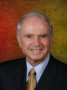 """Robert H. McKinney, 145.701 dólares. Bush nombró a McKinney a la junta en marzo de 2004. En ese momento, él era un banquero, abogado y presidente de Primera Indiana Corp. Le dijo a un reportero: """". Yo he sido durante mucho tiempo interesado en la relación entre Cuba y los Estados Unidos Miro remitir a servir en este tablero más interesante """"."""