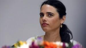 """La ministra de Justicia, Ayelet Shaked, de 39 años, del partido Hogar Judío —un Partido , declaradamente opuesto a la formación de un Estado palestino que defiende los intereses de unos 500.000 colonos judíos asentados en Cisjordania de anexar parte de Cisjordania a Israel —.es de tendencia ultra radical, enemiga jurada de los palestinos  y fue promotora proyecto de ley """"Israel Estado nacional del pueblo judío"""" al que sus críticos consideraban que podía socavar el carácter democrático del Estado."""