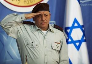 """El lunes, 06 de julio, el Jefe de Estado Mayor Teniente General Gady Eisenkott dio a conocer la respuesta de Israel a ese desafío. Se trata de una fuerza terrestre multi-propósito de comando único, especialmente diseñado para combatir ISIS y proporcionar las """"botas sobre el terreno"""", que la coalición liderada por Estados Unidos ha mantenido detrás de los islamistas """"en constante expansión en su frente de guerra. Foto: El jefe del Estado Mayor, teniente general Gadi Eizenkot,"""