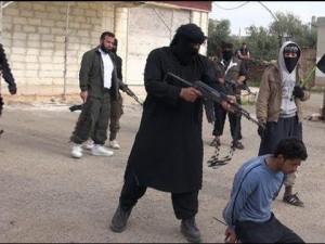 Aunque ha tenido que renunciar, bajo la presión de Washington, a atacar a los kurdos de las YPG en territorio sirio [1], Turquía entregó 6 heridos kurdos de Siria al Frente al-Nusra (al-Qaeda en Siria), ), reveló una portavoz (ver video) de las YPG (Unidades de Protección del Pueblo, la milicia kurda de Siria que opuso una fiera resistencia al Emirato Islámico en Kobane, localidad fronteriza con Turquía). Los prisioneros kurdos que Turquía entregó a los yihadistas son Ahmed Serko, Omer Qadir, Reber Seyho, Ehmed Helum, Cemal Ehmed y Besir Mihemed y podrían ser ejecutados en cualquier momento.