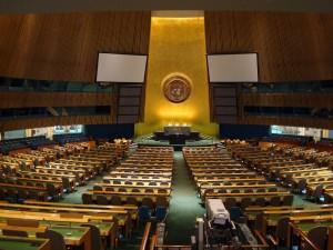 """CodigoAbierto360.com: El Presidente de los EE.UU. Barack Obama antes y durante el desarrollo de su magistral Juego de Ajedrez Político Cuba vs EE.UU. compartimento profesionalmente —manteniendo un estratégico """"cono de silencio"""" que incluyo el no comunicarle, entre muchos, a los dirigentes políticos del Estado de Israel— acerca de las  conversaciones """"secretas""""  mantenidas entre sus funcionarios y sus homólogos cubanos en la búsqueda y solución del restablecimiento de los lazos diplomáticos entre ambos países.. Estaba obligado a no ALERTARLOS si quería evitar que una posible filtración de información """"sensitiva"""" llegara a través de la """"boca"""" de   algún funcionario israelí a los """" oídos""""de  alguno de los congresistas y senadores federales de origen cubanoamericano lo que hubiera entorpecido  política y mediáticamente su decisión ejecutiva. En www,codigoabierto360.com. Foto: Asamblea de la ONU, ver en www.codigoabierto360.com"""