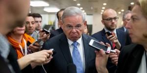 El senador Robert Menéndez (demócrata por Nueva Jersey) esta acusado de utilizar su cargo para promover los intereses financieros de un amigo a cambio de sobornos. (Brendan McDermid / Reuters)