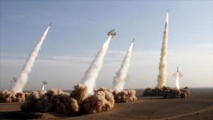 Lanzamiento de misiles de fabricación iraní durante un ejercicio.