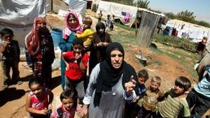 """Así por ejemplo las cadenas televisivas (que esconden o deforman a diario toda la realidad mundial) """"DESCUBRIERON"""" el drama de los que HUYEN de las zonas de exterminio militar, principalmente de Siria. Los hacen DESFILAR las 24 horas por las pantallas y DEFORMAN la comprensión presentándolos como VICTIMAS DE UNA """"GUERRA CIVIL"""". Y en Siria no hay una guerra civil."""