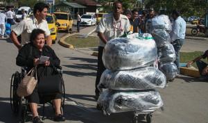 Pensar que una anciana como esta es la culpable de que se viole la ley de los EEUU es tratar de romper la cadena por el eslabón más débil. Foto: Raquel Pérez Díaz