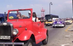 100 mil turistas de los EEUU violan la ley para hacer turismo en Cuba y el Presidente Obama viola la ley al permitírselos. Foto: Raquel Pérez Díaz