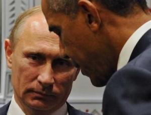 los dirigentes rusos también están convencidos de que Washington sólo escucha a sus socios si estos son fuertes. Por eso el Parlamento ruso debatió y aprobó una intervención militar contra los grupos terroristas que operan en Siria. Se trata de la segunda intervención exterior de la Federación Rusa desde 1991 –la primera fue la guerra de Osetia del Sur, en 2008. En cuanto se aprobó la operación, los bombarderos rusos despegaron desde Latakia y destruyeron varias instalaciones de al-Qaeda y del grupo Ahrar Al-Sham.
