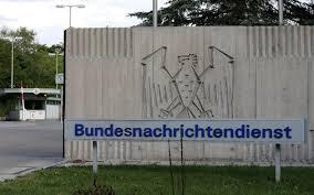 El Servicio Federal de Inteligencia (BND) de la República Federal Alemana es la agencia de inteligencia extranjera del gobierno alemán. Esta institución está bajo el control directo de la Oficina del Canciller. En sus orígenes más del 20% de sus oficiales provenían de los Servicios Especiales del Bundeswehr (Ejército Alemán Hitleriano) pertenecientes  Su Presupuesto supera los 500,000,000 de euros.