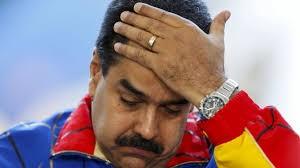 """CA360: No admite dudas que, a mayor tiempo de permanencia al frente de la Gerencia Publica, también son mayores su pérdida de capital y desgaste político. Los pueblos se fatigan, y se cansan, no así sus gerentes públicos y líderes Partidistas que tratan por todos medios de mantenerse en el poder. El castigo ciudadano —regularmente y cuando se les permite hacerlo— es votar por sus oponentes. Ello fue lo que ocurrió el pasado 6D en las elecciones de la República Bolivariana de Venezuela —con independencia de que el Partido Socialista Unido de Venezuela (PSUV), demostró que no solo no era inmortal sino que olvido nuestra máxima —como Master en Estrategia Política— de que """"para ganar una Campaña de Elección hay que conocer cómo piensa el oponente, atacar sus planes, perturbar sus alianzas y adelantarse a sus tácticas …"""". Los Gerentes Públicos y los líderes partidistas, encabezados por el Presidente Nicolás Maduro, a pesar de que sobre ellos no existía ningún supra poder de naturaleza oculta (lobistas e intereses especiales) se descuidaron y confiaron en que su control del Poder Gerencial, su control mediático sobre gran parte de los medios de comunicación y el contar con suficientes fondos de campaña eran tan poderosos que desatendieron de desarrollar una Estrategia de Inteligencia Política de Campo (EIPC) —asi como los periodicos y mandatorios Estimados de Inteligencia Política de Campo (EIPC)— coherente a la situación que en tiempo real que vive el país: los resultados finales de las elecciones son la mejor respuesta. Tampoco tuvieron en cuenta que llegaron al poder por las urnas y no por las armas. Razón tiene Nicolás Maduro (en la foto), Presidente de la República Bolivariana, para sentirse abrumado. A continuación, recomendamos el excelente artículo analítico, breve y conciso, escrito por un amigo y excelente politólogo cubano que esperamos deba servir de enseñanza a sus amigos venezolanos"""