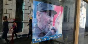 En abril deberá perfilarse el futuro líder político de la isla. Los 'nacidos con la Revolución' se abren paso, un grupo en el que militan las mayores promesas del sistema... y sus principales decepciones. Foto: Imágenes de Fidel Castro a la venta en una tienda de recuerdos de La Habana, el 14 de abril de 2010. (Reuters)