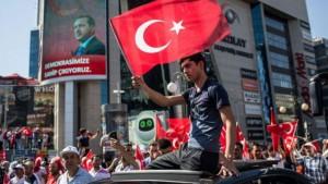 Los militares golpista no tuvieron en cuenta que Erdogan goza de una  amplia simpatía y apoyo entre la población musulmana de su país y de La Hermandad Musulmana en base a ello pidió a su gente que salieran a las calles de Ankara y Estambul a enfrentarse al golpe militar. Y eso fue lo que sucedio.