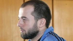 El checheno Ahmed Chataev estaba en una lista de terroristas de Rusia desde 2003, pero recibió asilo en Austria después de que afirmara que había sido severamente torturado y que estaba bajo la persecución de las autoridades rusas. Chataev fue detenido más tarde en Suecia después de que descubrieran rifles Kalashnikov, explosivos y municiones en su coche…pero él sólo pasó poco más de un año en prisión.