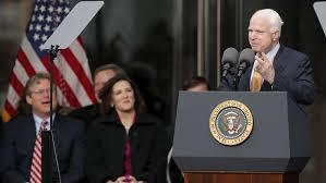 Algo dramático ocurrió en el Capitolio el jueves: los miembros republicanos y demócratas del Comité de Servicios Armados del Senado se mantuvieron prácticamente hombro a hombro con altos funcionarios de la comunidad de inteligencia de los Estados Unidos al declarar que los espías de Estados Unidos tenían razón después de todo