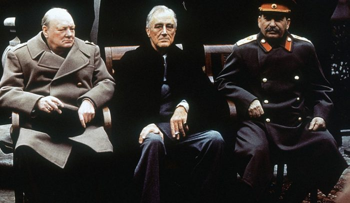 Las aguas relativamente suaves de cooperación entre FDR, Churchill y Stalin en Yalta ocultaban corrientes cruzadas bajo la superficie brillante que algunos historiadores les gusta enfatizar. Estas marejadas surgieron rápidamente en las últimas semanas de la guerra.