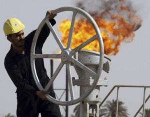QPM.ORG: Analistas del Departamento de Energía de EE. UU han confirmado que el aumento de la presión económica contra Irán daña severamente el mercado mundial del petróleo. Un reciente anuncio de la Agencia Internacional de la Energía anuncio al pueblo estadounidense que la era del petróleo barato se había acabado.  Imagen Cortesía de: Mario Tama/Getty Images/AFP