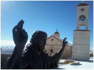 """""""Yo vine a salvar al mundo"""" Se levantó en la cumbre del Monte Querubines, """"montaña de los ángeles"""", en Sidnaya un monumento de bronce de Cristo que puede ser visto incluso desde el Líbano, Jordania y Palestina por su tamaño y colocado a una altura de más de dos mil metros sobre el nivel del mar."""