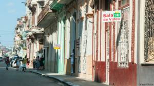"""No dudo que el Consejo de Ministros de Cuba analiza a fondo cada paso que da pero a veces los explica poco. A muchos nos cuesta entender por qué resulta tan importante prohibir """"de inmediato"""" los cines 3D o los locales para juegos de computadoras. Foto/ Cortesía de Raquel Pérez."""