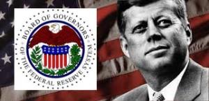 """El 4 de junio de 1963, John Fitzgerald Kennedy intentó quitarle a la Reserva Federal de EE.UU. su poder de prestar dinero con interés al gobierno. El entonces presidente firmó la Orden Ejecutiva N º 11110 que devolvió al gobierno de los EE.UU. la facultad de emitir moneda, sin tener que pedirlo prestado a la Reserva Federal. Kennedy dio a la Tesorería la facultad """"para expedir certificados de plata respaldados por reservas de plata metal en el Tesoro""""."""