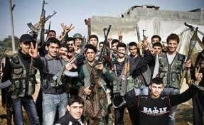 Muchas de las facciones rebeldes están ahora en gran medida con los que luchan entre sí por el control del territorio y de otros bienes fundamentales, incluidas las instalaciones de petróleo y las rutas comerciales transfronterizas.