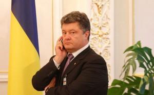 el oligarca y principal candidato a la presidencia de Ucrania ha tenido que dar un giro de 180 grados a su dialéctica, tras ser llamado a capítulo por Merkel. Así, el 7 de mayo, no tuvo más remedio que aceptar la situación en el este de Ucrania está mejorando gracias al llamamiento del presidente ruso, Vladímir Putin, a posponer el referéndum para la autonomía de Donetsk.