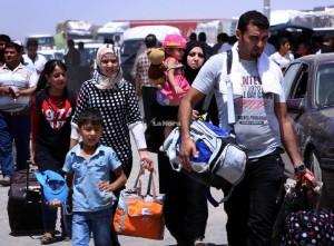 Mientras tanto, las familias —en su mayoría chiitas— están dejando con urgencia Baquba y otras ciudades iraquíes. Ellos cargan con las posesiones que puedan llevar, incluso ganado.
