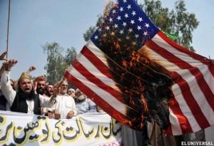 El Departamento del Centro de Operaciones de Estado de los Estados Unidos informó a la Sala de Situación de la Casa Blanca y otras unidades de Seguridad de Estados Unidos que Ansar al-Sharia estaba reclamando la responsabilidad del ataque contra la misión diplomática de EE.UU. en Benghazi que acababa de ocurrir. Testigos dijeron que vieron a los vehículos con el logo del grupo en la escena del asalto y que los combatientes allí reconocidos en el momento de que pertenecían a Ansar al-Sharia. [13] Los testigos también dijeron que vieron a Ahmed Abu Khattala , un comandante de Ansar al -Sharia, liderando el ataque a la embajada, un reclamo del señor Khattala negado.