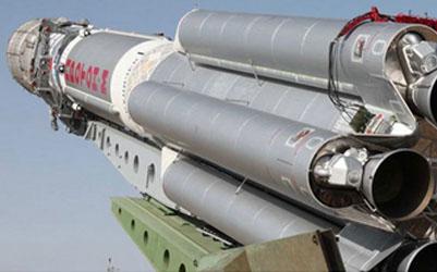 """""""En primer lugar, tenemos que aumentar la producción de naves espaciales militares. Es una de las prioridades de la defensa nacional, algo que garantiza la seguridad del país. En segundo lugar, necesitamos naves espaciales de alta tecnología que proporcionarán a los consumidores en todas las regiones de Rusia todo tipo de comunicaciones, navegación, geodesia y cartografía"""", afirmó Rogozin."""
