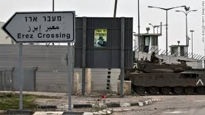En ocasiones el Shin Bet ha sabido utilizar el paso fronterizo de Erez —que une Israel con la Franja de Gaza— para aplicar presión sobre los hombres palestinos para que trabajen como colaboradores.