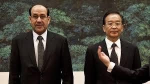 Según un artículo publicado por el New York Times, una buena parte de la producción petrolera de Irak tendría como destino China,dado que las compañías occidentales (Exxon Mobil, Shell, BP y otras serían reacias a invertir en dicho país, pues las regalías, impuestos y otros cargos cobrados en Irak suelen engullir el 90% o más de las ganancias de una empresa petrolera. Foto/ El primer ministro iraquí, Nuri al Maliki, y su homólogo chino, Wen Jiabao