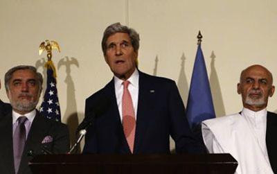 """Sin el menor escrúpulo, John Kerry impuso por la fuerza el resultado de una elección presidencial """"arreglada"""". El ex alto funcionario del Banco Mundial Ashraf Ghani Ahmadzai (un pashtun respaldado por los uzbekos) se convierte así en sucesor de Hamid Karzai, mientras que su rival Abdullah Abdullah (un tadjiko que siempre ha vivido en el país y que dispone de un respaldo mayoritario) tendrá que conformarse con el puesto de primer ministro."""